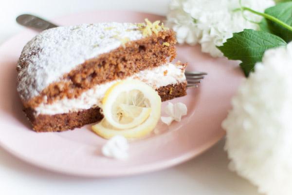 Ciasto marchewkowe z młodej marchwi